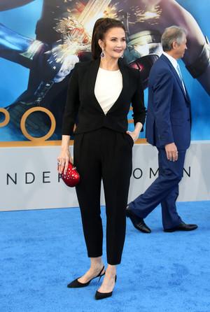 Lynda Carter (2017)