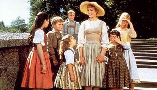 The Sound of Music wolpeyper called Maria and the Children