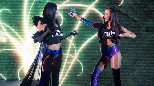 Billie Kay & Peyton Royce achtergrond titled NXT Live - Leeds - UK - 7th June 2017