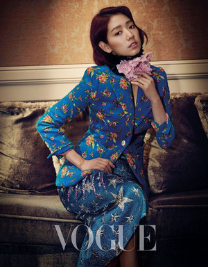 Park Shin Hye for Vogue Taiwan (2017)