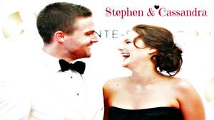Stephen Amell & Cassandra Jean achtergrond