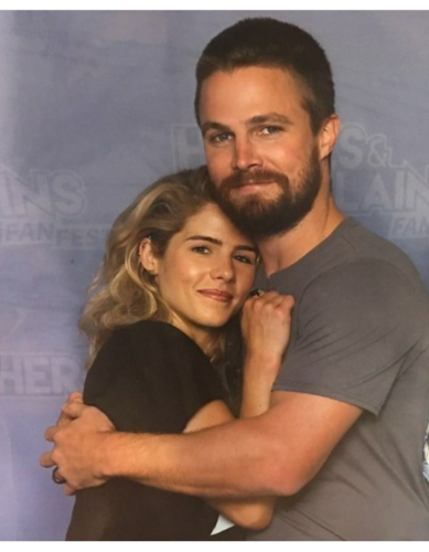 Stephen Amell & Emily Bett Rickards fond d'écran entitled Stephen and Emily #HVFFLondon