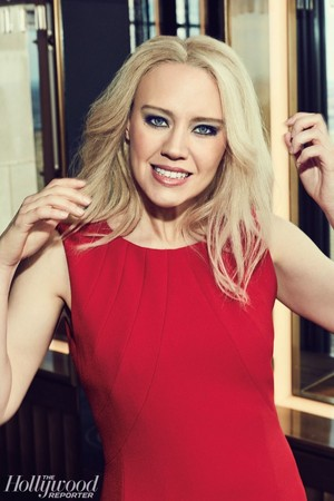 The Hollywood Reporter - SNL's Yuuuge 年 - Kate McKinnon as Kellyanne Conway