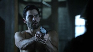 Tyler Hoechlin as Derek Hale in Teen loup - A Promise to the Dead (4x11)