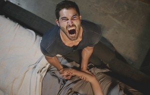 Tyler Hoechlin as Derek Hale in Teen mbwa mwitu - Alpha Pact (3x11)
