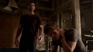 Tyler Hoechlin as Derek Hale in Teen 늑대 - Chaos Rising (3x02)