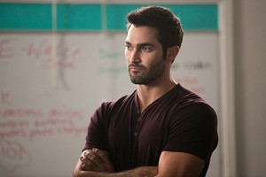 Tyler Hoechlin as Derek Hale in Teen lupo - Chaos Rising (3x02)