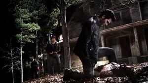 Tyler Hoechlin as Derek Hale in Teen wolf - Code Breaker (1x12)