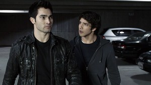 Tyler Hoechlin as Derek Hale in Teen بھیڑیا - دل Monitor (1x06)