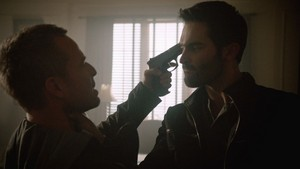 Tyler Hoechlin as Derek Hale in Teen 늑대 - Letharia Vulpina (3x19)