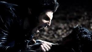 Tyler Hoechlin as Derek Hale in Teen lobo - Lunatic (1x08)