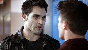 Tyler Hoechlin as Derek Hale in Teen بھیڑیا - Magic Bullet (1x04)