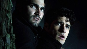 Tyler Hoechlin as Derek Hale in Teen lobo - Omega (2x01)