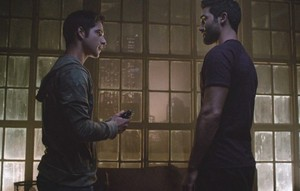 Tyler Hoechlin as Derek Hale in Teen mbwa mwitu - Perishable (4x09)