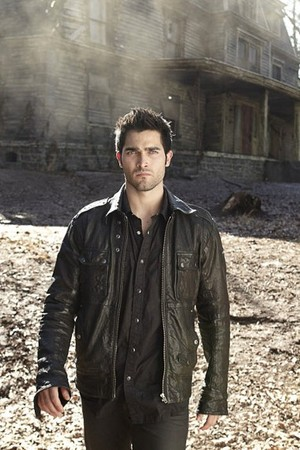 Tyler Hoechlin as Derek Hale in Teen بھیڑیا - Season 1 Portrait