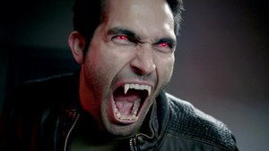 Tyler Hoechlin as Derek Hale in Teen lobo - Shape Shifted (2x02)