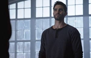 Tyler Hoechlin as Derek Hale in Teen chó sói, sói - The Divine di chuyển (3x24)