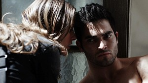 Tyler Hoechlin as Derek Hale in Teen بھیڑیا - The Tell (1x05)