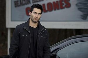 Tyler Hoechlin as Derek Hale in Teen волк - Venomous (2x05)