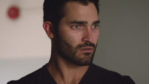 Tyler Hoechlin as Derek Hale in Teen mbwa mwitu - Weaponized (4x07)