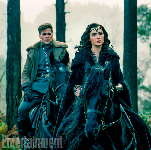 Wonder Woman (2017) fond d'écran entitled Wonder Woman still - Steve and Diana