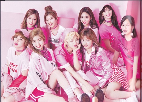 Twice (JYP Ent) wallpaper called [SCANS] TWICE Giappone Debut Album