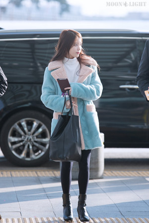160109 IU at Incheon Airport Leaving for Taiwan