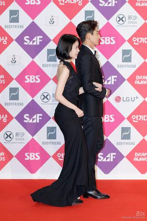 161231 IU at 2016 SAF Drama Awards Red Carpet