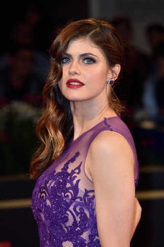 Alexandra Daddario Wallpaper Titled
