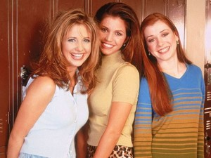 Buffy, Cordelia and Willow behind the scenes