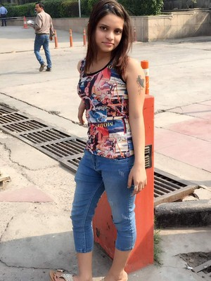 Cheap Gurgoan Call Girls Service @ {sonu:-9990217528} , Budgeted Escorts Service Gurgoan Del