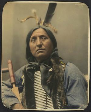 Chief Left Hand menanggung, bear (Crow) Early 1900s foto sejak Richard Throssel