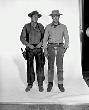 Clint Eastwood and Eric Fleming posing for a promo ছবি for Rawhide