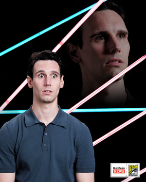 Cory Michael Smith - Awkward 80s Portrait @ Comic-Con 2017