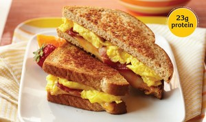 Grilled Bacon, Egg and Cheese サンドイッチ
