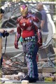 Iron Man Wears His Armor in New 'Avengers: Infinity War' Set fotos