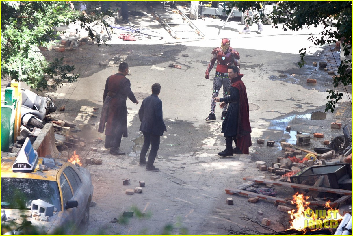 Iron Man Wears His Armor in New 'Avengers: Infinity War' Set ছবি