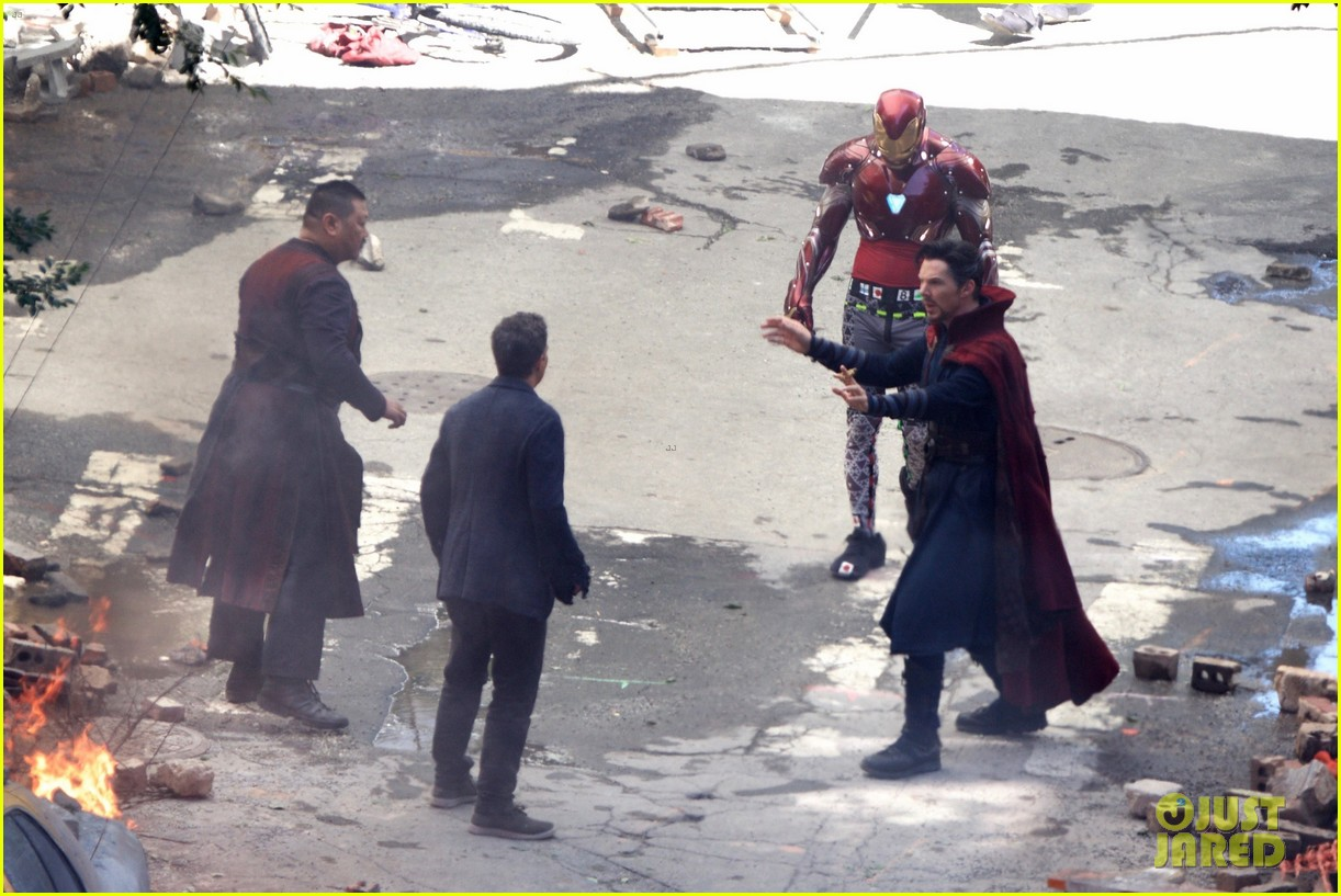 Iron Man Wears His Armor in New 'Avengers: Infinity War' Set foto