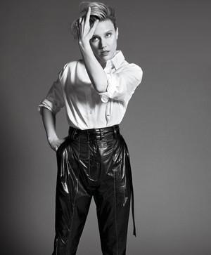 Kate McKinnon - Elle Photoshoot - 2017