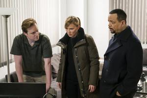 Kelli Giddish as Amanda Rollins in Law and Order: SVU - Real Fake News (18x17)