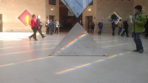 Louvre pink Floyd 1