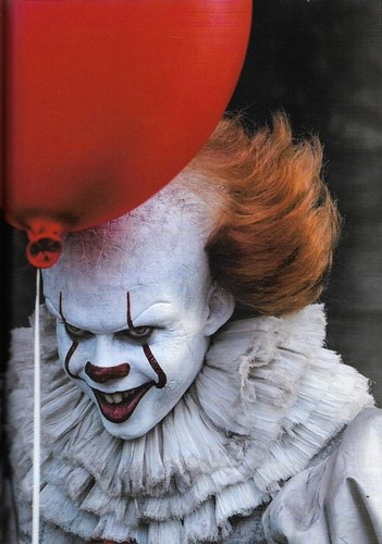 nakakasindak na pelikula wolpeyper titled Pennywise from IT (2017)