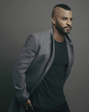 Ricky Whittle at Miami Living Magazine photoshoot দ্বারা Diana Ragland (2017)
