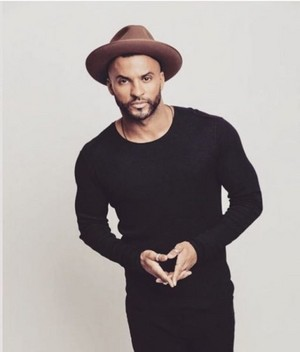 Ricky Whittle at Miami Living Magazine photoshoot par Diana Ragland (2017)