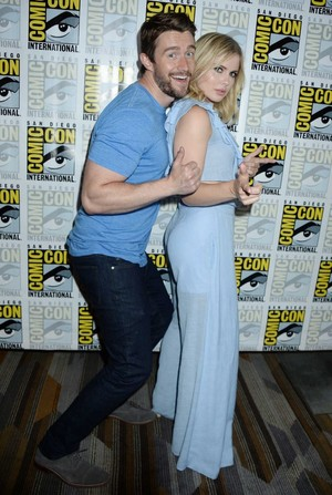 Rose McIver and Robert Buckley at San Diego Comic Con 2017
