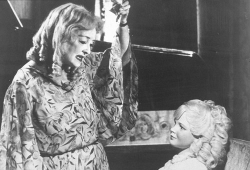 What Ever Happened to Baby Jane? Hintergrund entitled What Ever Happened to Baby Jane?