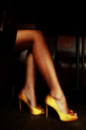 149942 Yellow Satin Peep toe Pumps