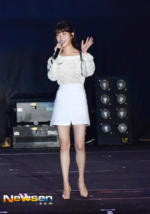 170804 iu at Psy's konser