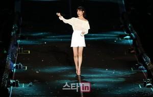 170804 IU at Psy's konsert