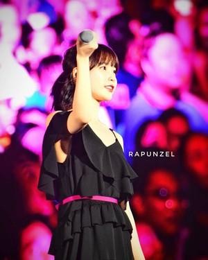 170805 IU at Psy's konsert Summer Swag